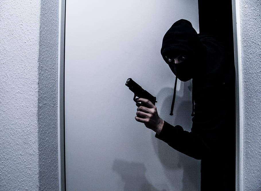 How-do-burglars-target-a-house?