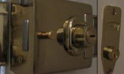L2000 Deadbolt & M2002 Deadlock Keyed Alike 4 Keys