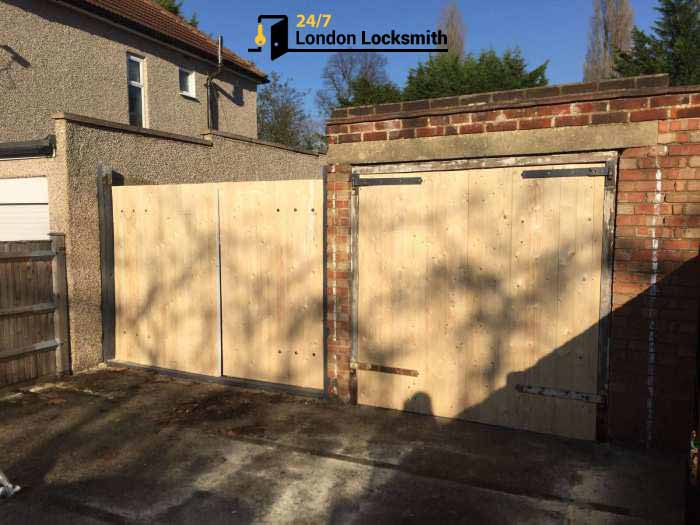hinges replace garage doors locksmith
